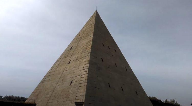 pirámide cestia de roma